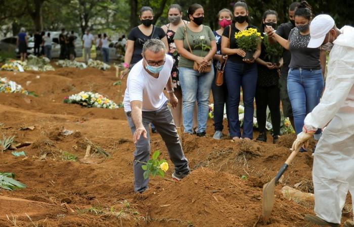 حصيلة إصابات ووفيات جديدة يسجلها كورونا بالبرازيل