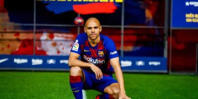"""برايثوايت يقرر الاستمرار مع برشلونة بسبب """"العروض الضعيفة"""""""