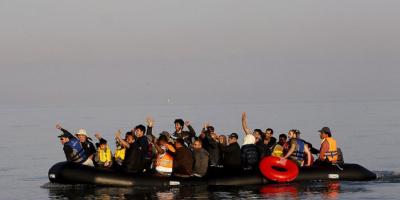 إنقاذ 100 مهاجر أثناء عبورهم القنال الإنجليزي