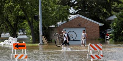فيضانات عارمة تقتل 21 شخصًا بولاية تينيسي الأمريكية
