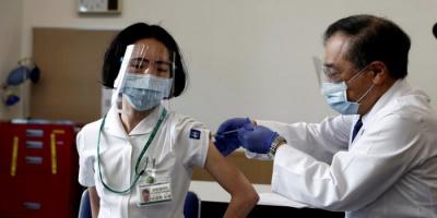موديرنا تكشف سبب تلوث جرعات لقاح كورونا باليابان