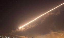 الدفاعات السورية تتصدى لصواريخ معادية بسماء دمشق