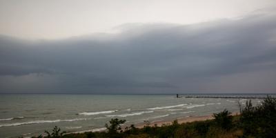 """العاصفة """"ميندي"""" تهدد سواحل ولاية فلوريدا"""
