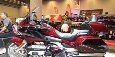 مصنعو الدراجات النارية يسعون لتصميم بطارية شحن قابلة للاستبدال