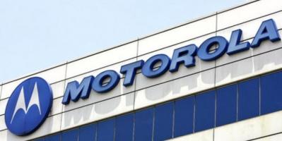 """""""موتورولا"""" تطرح شاحنًا لاسلكيًا للهواتف الذكية"""