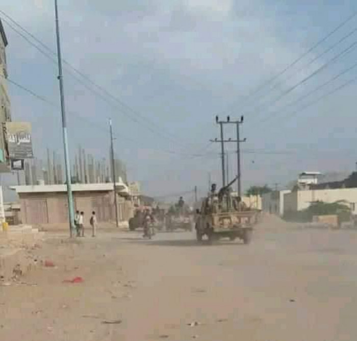 لمنع التظاهرات السلمية.. مليشيا الشرعية تحاصر الروضة بآلياتها العسكرية