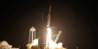 """إقلاع المركبة الفضائية """"فالكون 9"""" وعلى متنها 4 سياح"""