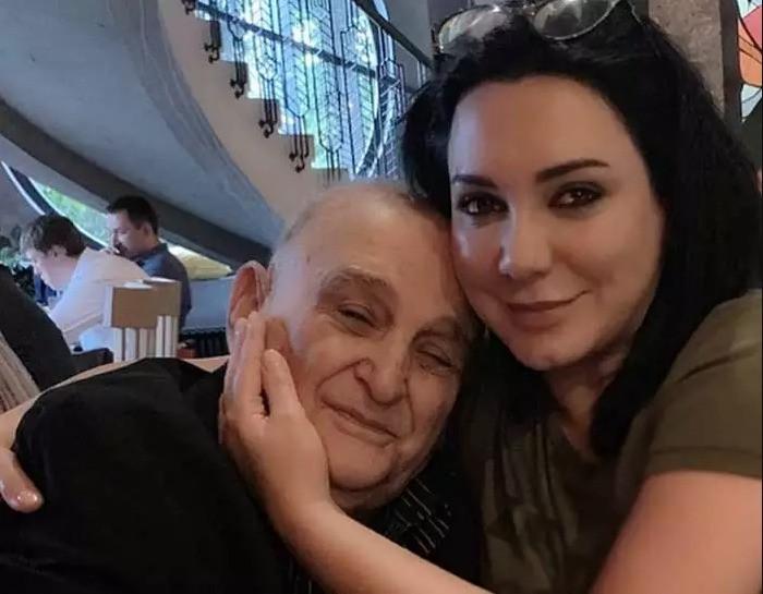 وفاة والد الفنانة سلاف فواخرجي