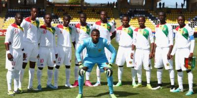 """""""كاف"""" يقرر إقامة مباريات غينيا خارج البلاد"""
