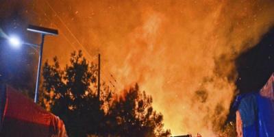 إخماد حريق اندلع بمخيم للمهاجرين في اليونان