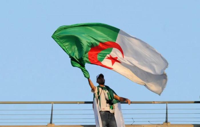 الجزائر: 15 وفاة و166 إصابة جديدة بكورونا