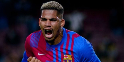 مدافع برشلونة: قدمنا مباراة كبيرة أمام غرناطة رغم النتيجة