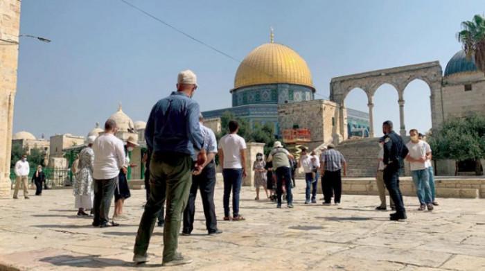 مستوطنون يقتحمون باحات الأقصى تحت حراسة الاحتلال