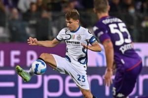 إنتر يتصدر الدوري الإيطالي بثلاثية في فيورنتينا