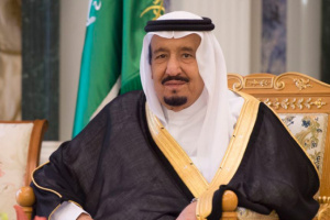 الملك سلمان يدعو إلى عدم السماح لإيران بتطوير أسلحة نووية