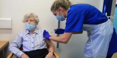أمريكا تسمح لكبار السن بالحصول على جرعة ثالثة من لقاح فايزر