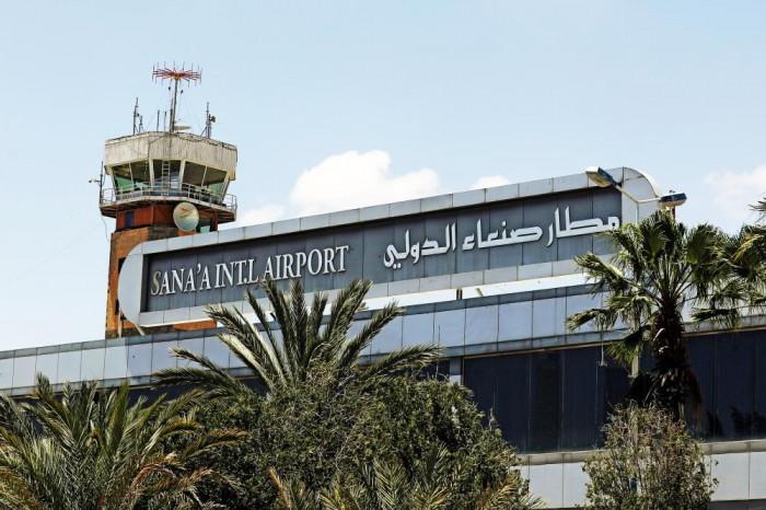 وزير حوثي يعود إلى صنعاء قادمًا من لندن