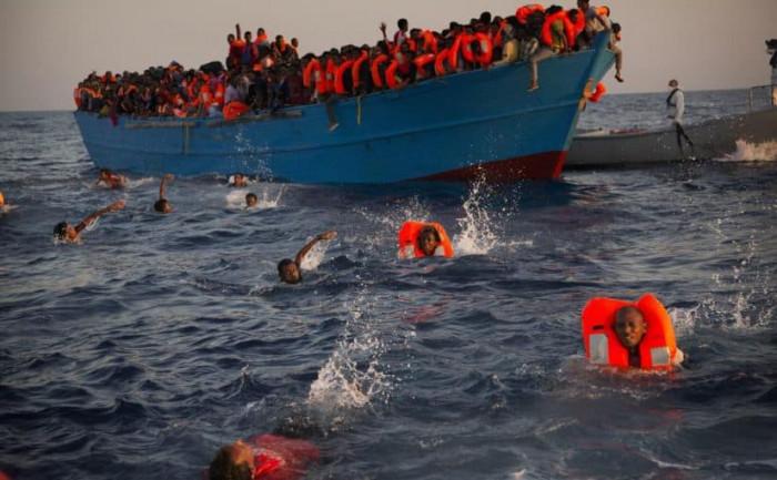 سفينة شحن تنقذ 150 مهاجرًا غير شرعي قبالة جنوب اليونان