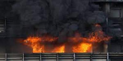 اندلاع حريق بمبنى سكني بميلانو الإيطالية