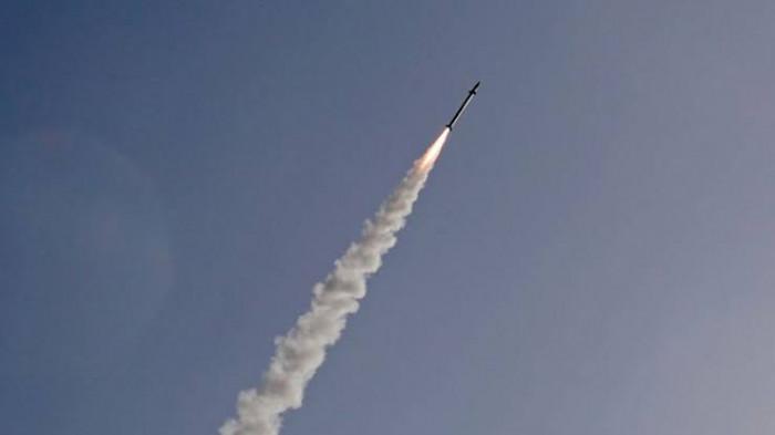 إطلاق صاروخ باليستي من وسط أحياء صنعاء
