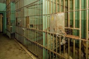 مقتل 24 سجينًا وإصابة 42 آخرين داخل سجن بالإكوادور