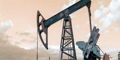 تراجع أسعار النفط مع زيادة مخزونات الخام بأمريكا