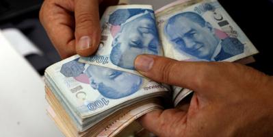 الليرة التركية تتراجع أمام الدولار لأدنى مستوى