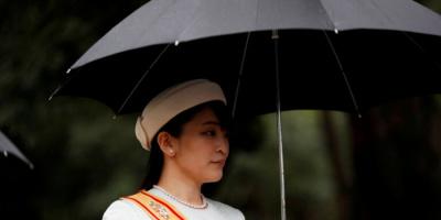 """أميرة يابانية تتخلى عن عرشها لتتزوج من """"عامة الشعب"""""""