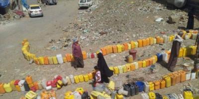 """شبوة الغنية تبحث عن رشفة مياه.. حربٌ إخوانية وقودها """"جفاف الصنابير"""""""