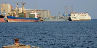 السودان يحذر من نفاد مخزون الأدوية والوقود والقمح