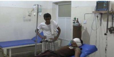 قناص حوثي يصيب مواطنا في التحيتا
