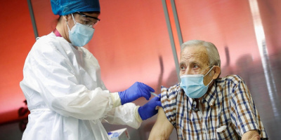 إسبانيا تعطي جرعة ثالثة من لقاح كورونا لمن فوق الـ70عامًا