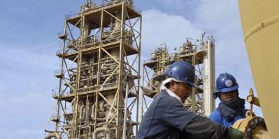 عمال النفط بليبيا يهددون الدبيبة بإغلاق الموانئ