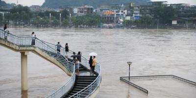 الفيضانات تقتل 15 شخصًا في الصين وتدمر آلاف المباني
