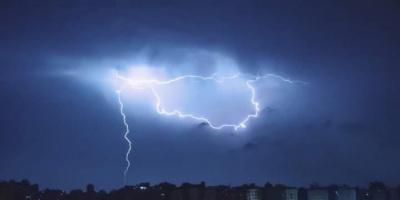 دعاء الرعد والبرق.. سبحان الذي يسبح الرعد بحمده والملائكة من خيفته