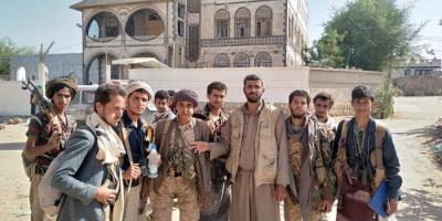 الخيانة مستمرة.. الشرعية تسلم مناطق في الجوبة للحوثيين
