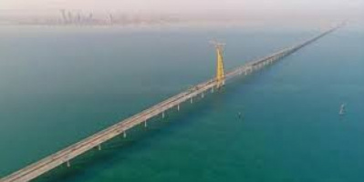 محاولة انتحار.. مصري يلقي بنفسه من أعلى جسر بالكويت