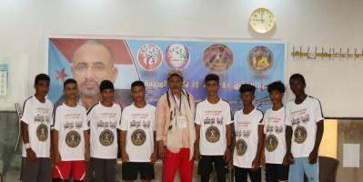 تكريم الفائزين بمهرجان السباحة المدرسية في خورمكسر