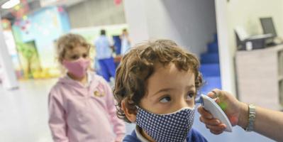 دراسة: عودة المدارس ببريطانيا وراء ارتفاع إصابات كورونا بين الأطفال