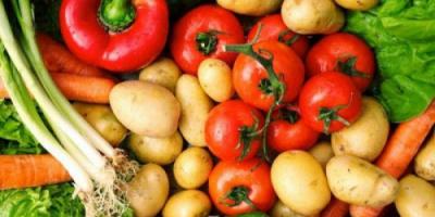 استقرار أسعار الخضروات والفواكه بأسواق عدن اليوم الخميس