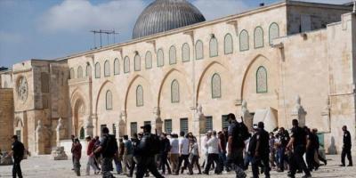 عشرات المستوطنين يقتحمون المسجد الأقصى من باب المغاربة