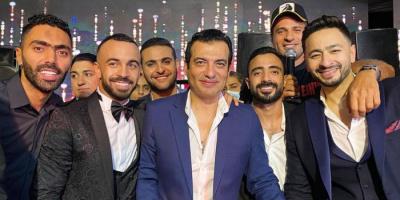 إيهاب توفيق مع حمادة هلال في حفل زفاف مجدي قفشة