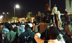 الخرطوم: متظاهرون يدخلون اعتصامًا مفتوحًا للمطالبة برحيل الحكومة