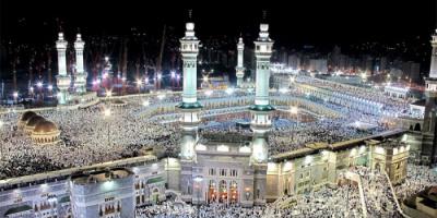 بعد تخفيف الإجراءات الاحترازية.. إقامة أول صلاة بالمسجد الحرام دون تباعد (فيديو)