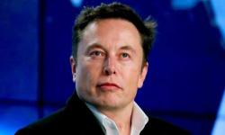 إيلون ماسك.. أغنى رجل في العالم الذي يحلم باستعمار المريخ