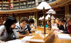 تراجع معدّل الالتحاق بالمدارس والجامعات في 2020 بأمريكا