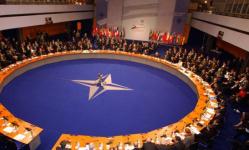 الناتو ينتقد رد فعل موسكو على طرد الدبلوماسيين