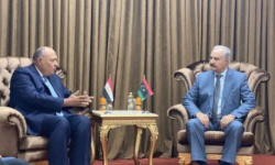 وزير الخارجية المصري يلتقي خفتر وقيادات ليبية